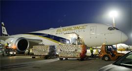 מטוס נוסעים של אל על עם ציוד מיגון מ סין קורונה, צילום: דוברות אל על/אגף דוברות והסברה במשרד הביטחון