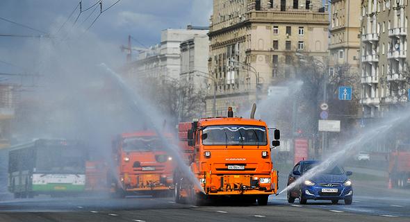 מוסקבה. מרססים נגד הקורונה