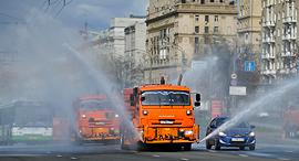 מרסיסים נגד הקורנה במוסקבה, צילום: איי פי