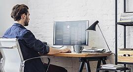 פינת עבודה מחשב נייח עבודה מהבית, צילום: שאטרסטוק