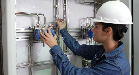 עובד חברת החשמל