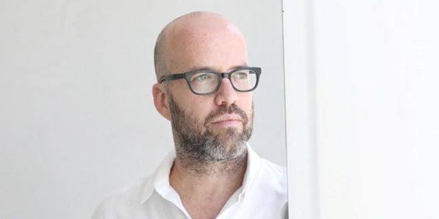 """דורון רבינא פורש מתפקידו כאוצר הראשי של מוזיאון ת""""א לאמנות"""