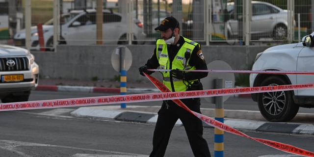 הכבישים ריקים, שוטרים וחיילים במחסומים: העוצר נכנס לתוקף