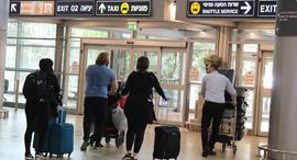 """קורונה טיסה מארה""""ב נחתה בנתב""""ג  הנוסעים יצאו במוניות 9.4.20"""