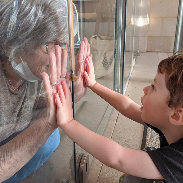 ארי וסבתא אהובתו, ילד מיוחד לסבתא מיוחדת, צילום: איה לב צוקרמן