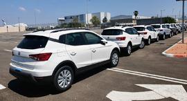 """מכוניות חדשות של חברת צ'מפיון בחניונים הנטושים של נתב""""ג"""