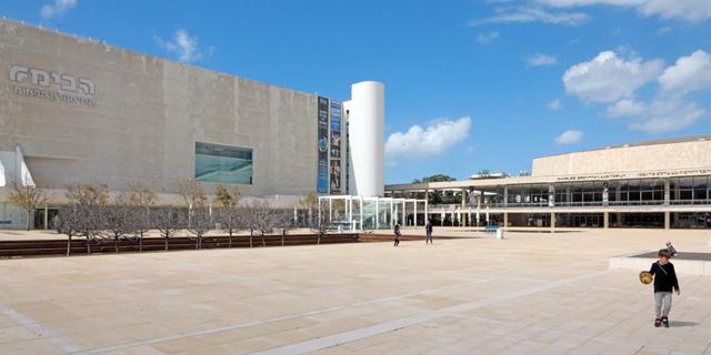 רחבת תיאטרון הבימה, צילום: דנה קופל
