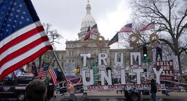 """הפגנה נגד הארכת הסגר מישיגן ארה""""ב, צילום: רויטרס"""