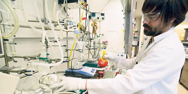 מעבדת תרופות של גיליאד, צילום: בלומברג