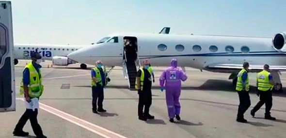"""מטוס עם גופות נפטרי קורונה בנתב""""ג"""