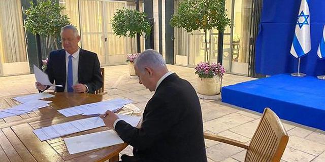 נתניהו וגנץ חותמים על ההסכם הקואליציוני, אתמול