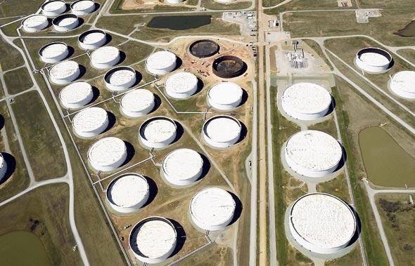 """מיכלי נפט באוקלוהומה ארה""""ב"""