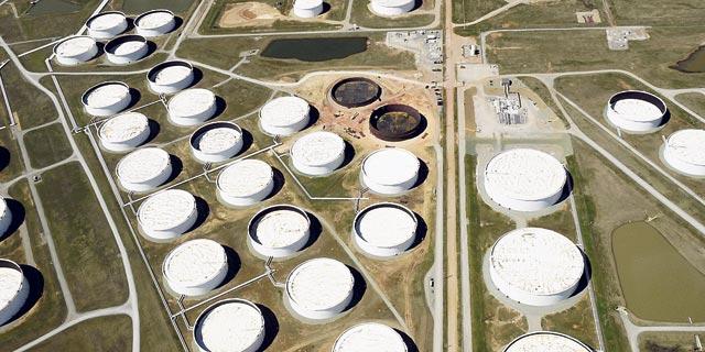 מיכלי נפט מלאים בקושינג אוקלהומה, צילום לווין השבוע, צילום: רויטרס