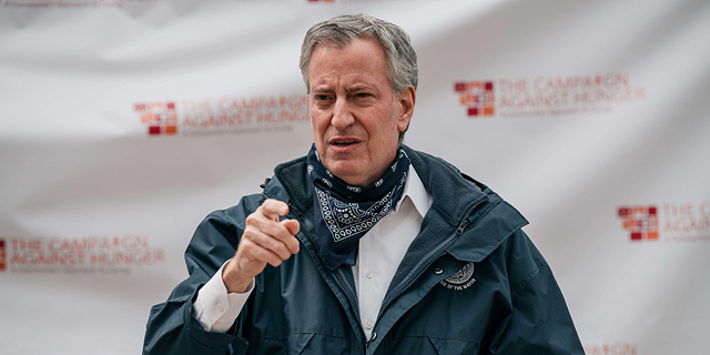 ראש עיריית ניו יורק: נאלץ לפטר 22 אלף עובדים, אם לא נקבל סיוע מהממשל