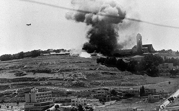 חיל האוויר מפציץ את מתחם אוגוסטה ויקטוריה, צילום: (deror_avi (Wikimedia