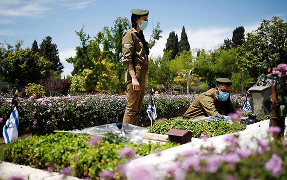 חיילים באחד מטקסי יום הזיכרון, בשנה שעברה