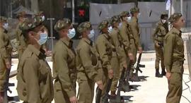 """חיילי צה""""ל בקורונה, צילום: אלכס קולומויסקי"""