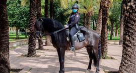 פוטו עובדים בזמן קורונה שוטרת ולנסיה ספרד, צילום: גטי אימג'ס