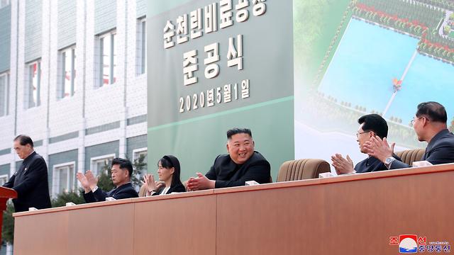 קים ג'ונג און בטקס חנוכת מפעל הדשנים, צילום: רויטרס