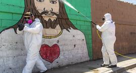 מקסיקו קורונה חיטוי רחובות ב טיחואנה, צילום: גטי אימג'ס