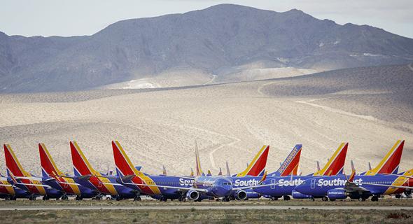 מטוסי סאות'ווסט בשדה תעופה בקליפורניה