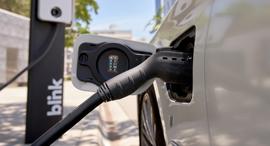 עמדת טעינה בלינק רכב חשמלי, צילום: GARY JAMES