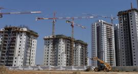 אתר בנייה ב רמלה, צילום: עמית שעל