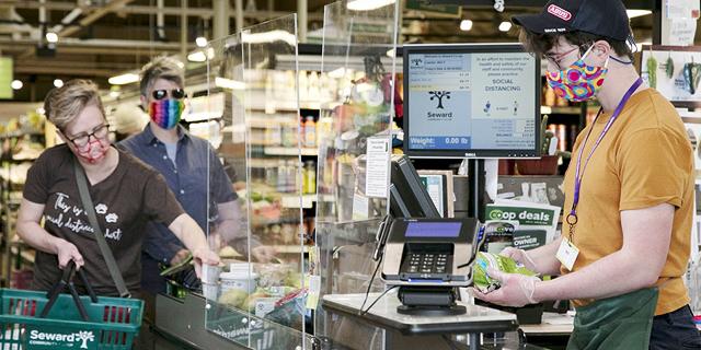 """הרבה מעבר לתחזיות: המכירות הקמעונאיות בארה""""ב עלו ב-17.7% במאי"""