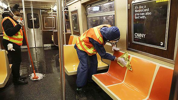 חיטוי של הרכבת התחתית בניו יורק נגד קורונה
