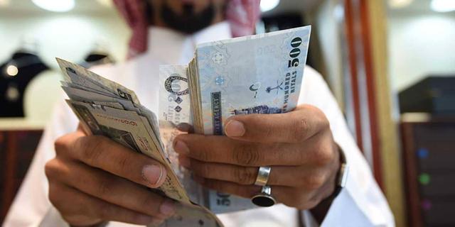 """בניסיון לייצב את מצבה הפיננסי: סעודיה משלשת את המע""""מ"""