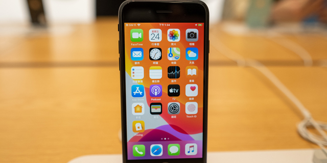 אייפון SE מודל 2020: על מה אתם מוותרים כשאתם קונים אייפון מוזל?