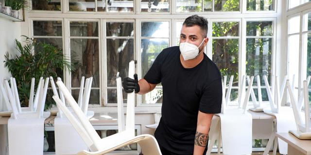"""המעסיקים יושבים על הגדר: הקלות הסגר החזירו מחל""""ת רק 15% מהעובדים"""
