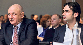 """מימין: מנכ""""ל קבוצת דלק עידן ולס ובעל השליטה בחברה יצחק תשובה, צילום: אוראל כהן"""