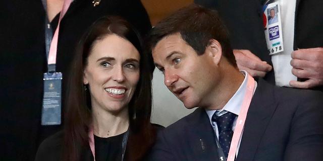 ראשת ממשלת ניו זילנד ובן זוגה לא הורשו להיכנס לבית קפה בגלל הגבלות הקורונה