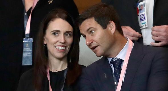 ראשת הממשלה ג'סינדה ארדרן ובן זוגה מגיש הטלוויזיה קלארק גייפור