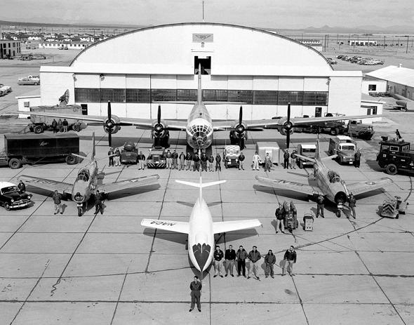 """בסיס ניסויים ומטוסי נאק""""א. בהזדמנות, אספר לכם על הארגון הזה, צילום: NACA"""
