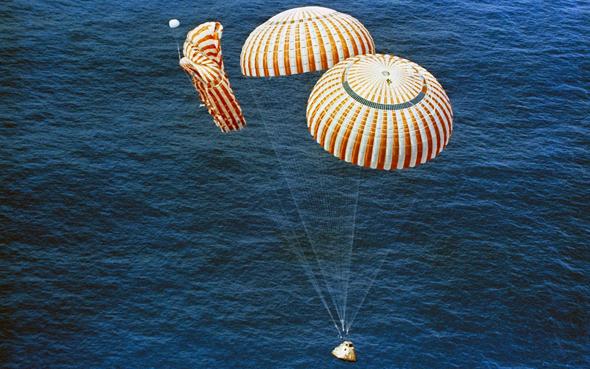 תא צוות נוחת בסיוע מצנחים, צילום: NACA