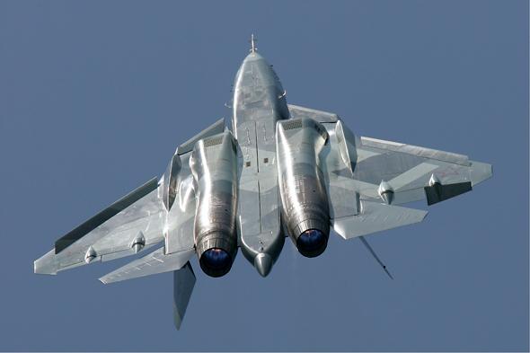 סוחוי 57, שימו לב לגופו הרחב, שמהווה פרופיל אווירודינמי המייצר עילוי, צילום: (Dmitry Pichugin (GFDL 1.2
