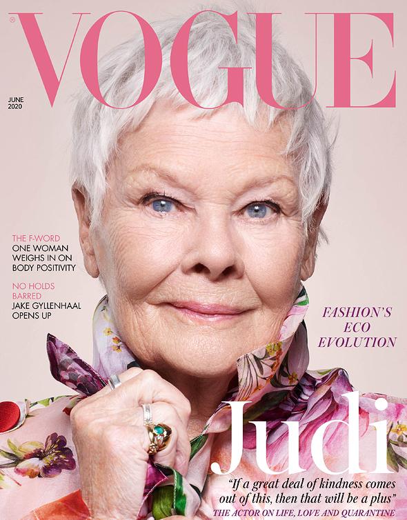 """ג'ודי דנץ' על שער """"ווג"""" הבריטי החודש. האשה הכי מבוגרת שאי פעם צולמה לשער של מגזין האופנה ב־104 שנותיו"""