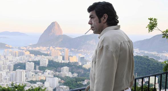 פיירפרנצ׳סקו פאבינו בתפקיד תומאסו בושטה. התחיל לדבר אחרי ששני בניו נרצחו