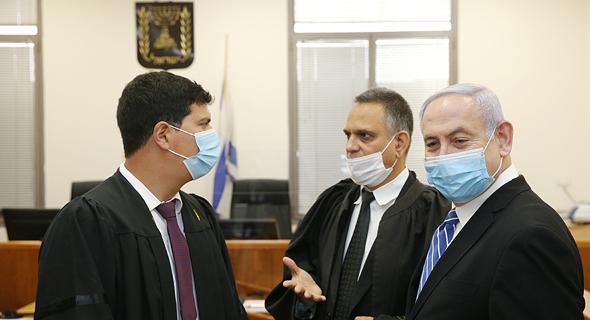 נתניהו ועורכי דינו בבית המשפט, צילום: עמית שאבי