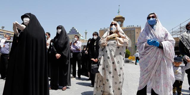 מתגוננים מקורונה בטהרן, צילום: אי פי איי