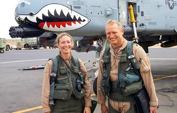 קמפבל והמפקד שלה ביחידה, מקור: USAF