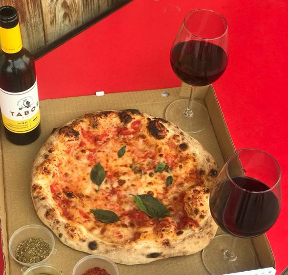 פיצריה Pizza 4 the People, שיתוף פעולה עם יקב תבור