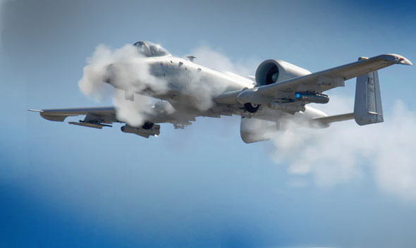 A10 יורה בתותח שלו, צילום: USAF
