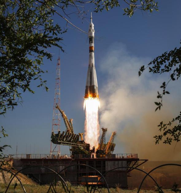 סויוז ממריאה לחלל עם צוות רוסי-אמריקאי ב-2012