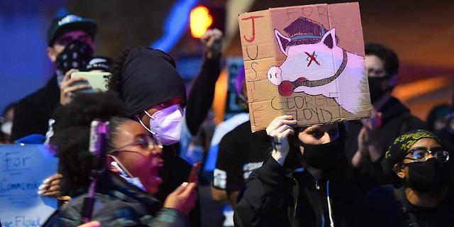 """מהומות אלימות בארה""""ב: שוטר נורה למוות בקליפורניה"""