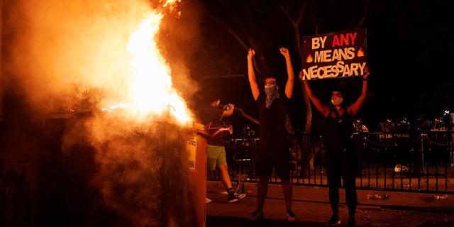 """עוצר לילי ב-25 ערים בארה""""ב, תיעודים קשים ממוקדי המהומות"""