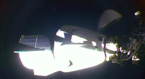 החללית דרגון עוגנת בתחנת החלל, צילום: איי פי