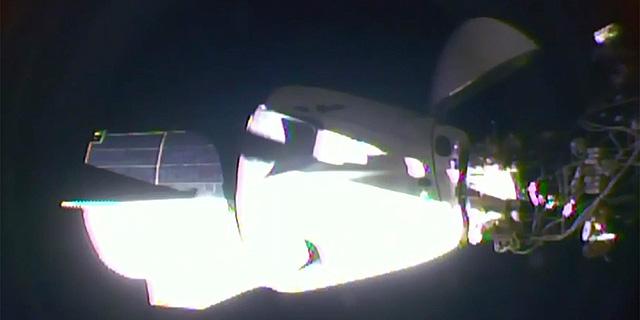 כ-19 שעות לאחר השיגור: החללית דרגון עגנה בתחנת החלל הבינלאומית